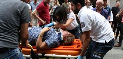 Yaralı kadın panikleyen kızını sakinleştirdi