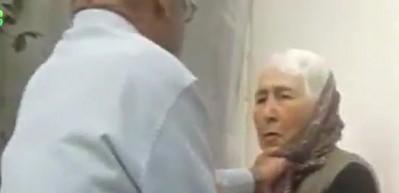 Yaşlı adam yarım asırlık eşini acımasızca dövdü
