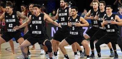 Yeni Zelanda, 12 Dev Adam'a karşı dansını yaptı!