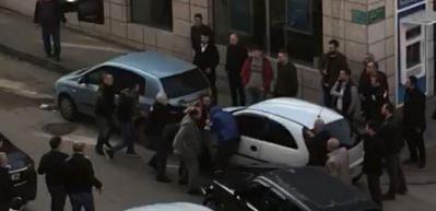 Yol vermedi diye copla dövdüler! Trafikte coplu kavga kamerada