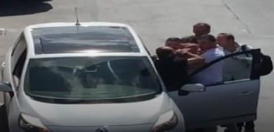 Yolcu minibüsü şoförlerinden vatandaşa dayak kamerada!
