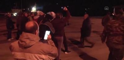 """Yunanistan'da """"kapalı mülteci kampı"""" kararına itiraz eden vatandaşlar polisle çatıştı"""