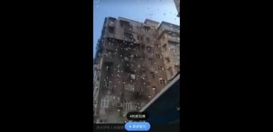 Çatıdan para saçtırdı, mahalleli toplamaya geldi!