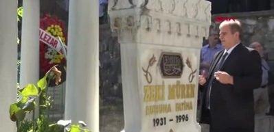 Zeki Müren ölümünün 22'nci yılında kabri başında anıldı