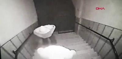Zeytinburnunda girilmedik ev bırakmayan hırsızlar kamerada!