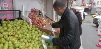 Zeytinburnu'nda yaşlılar için alışverişe çıkıldı