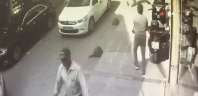 Depremde kaldırımdaki şahsın kafasına tuğla düştü