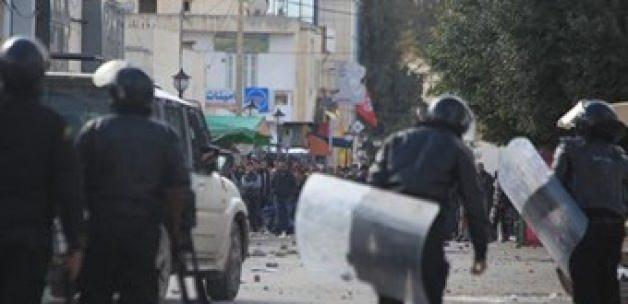 Tunus'ta işsizliğe tepki eylemlerinde kan aktı