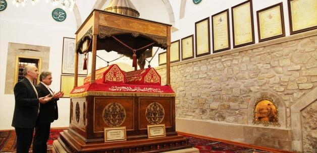 Tarihçi yazar Şimşirgil Somuncu Baba Külliyesi'ni ziyaret etti