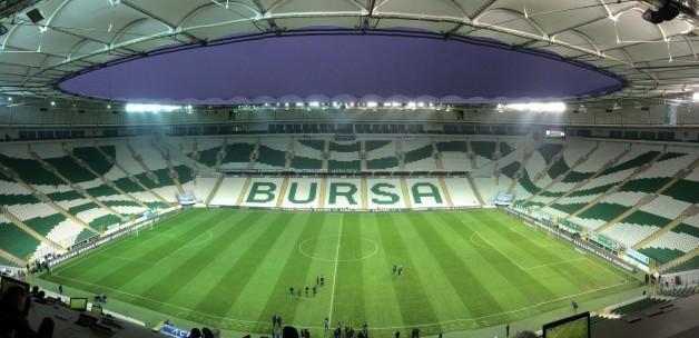 Bursa'da ilginç olay! 2. yarı 15 dk geç başladı