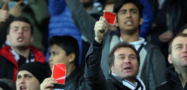 Beşiktaş taraftarından kırmızı kartlı tepki