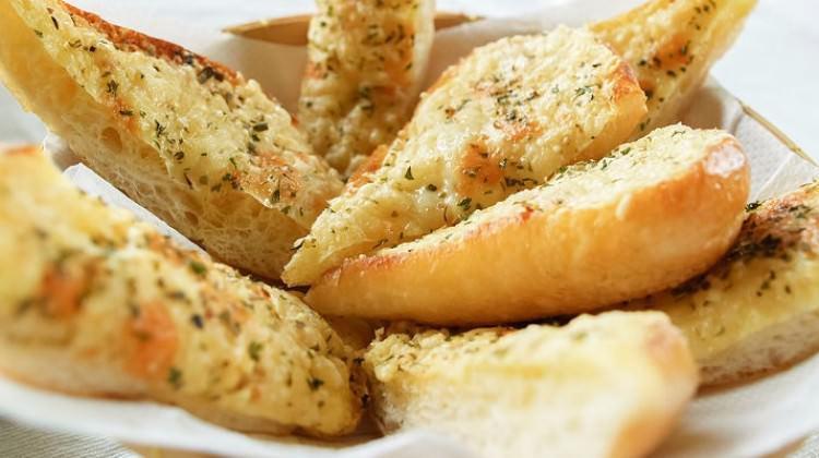 Zeytinyağının Cazibesi: Sarımsaklı Ekmek
