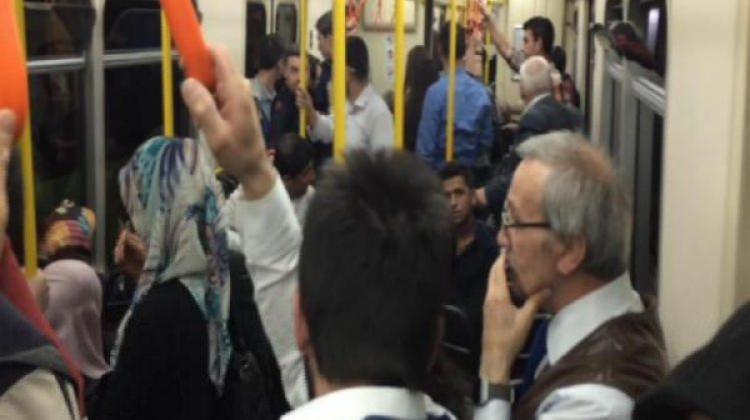 Metro arızalandı! Yolcular mahsur kaldı