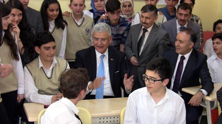Bakan'la öğrenci arasında ilginç diyalog