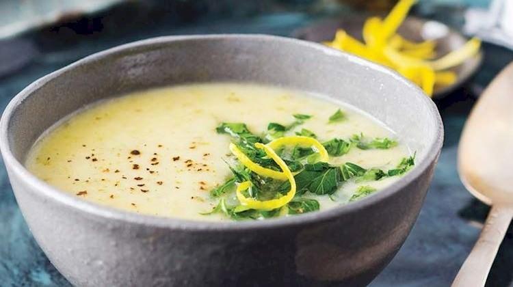 Limon ve maydanozlu kereviz çorbası