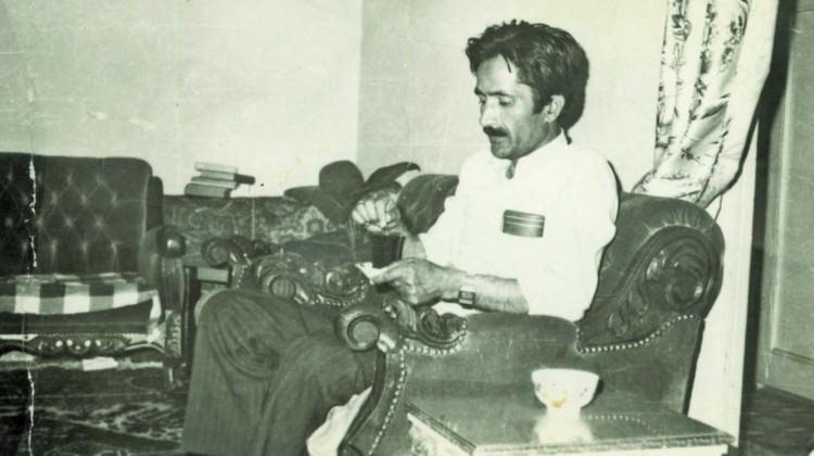 Yalnızlığın içinde hikayeler yazan 'Zarif' şair