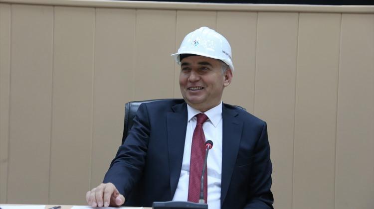İş güvenliği ve sağlığına dikkati çekmek için baret taktılar