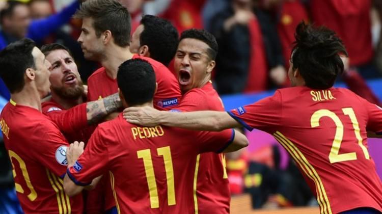 İspanya son nefeste galibiyete uzandı