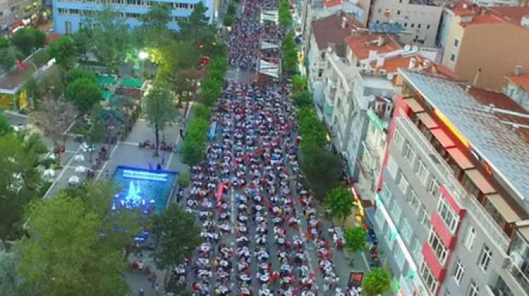 Türkiye'nin en büyük iftar sofrası o ilde kuruldu