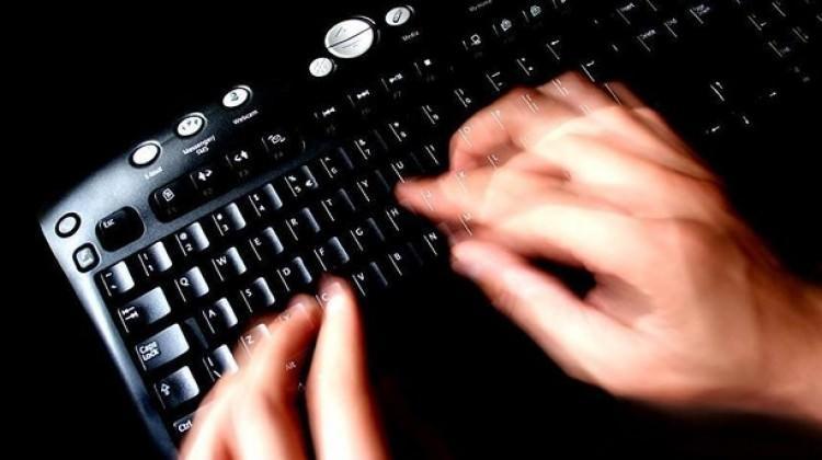 İnternette darbe girişimini öven 2 kişi tutuklandı