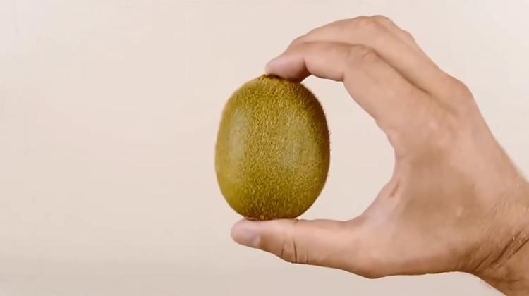 3 saniyede kivi ve mango soymak