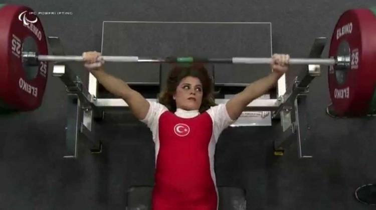 Milli halterci Muratlı'dan dünya rekoru