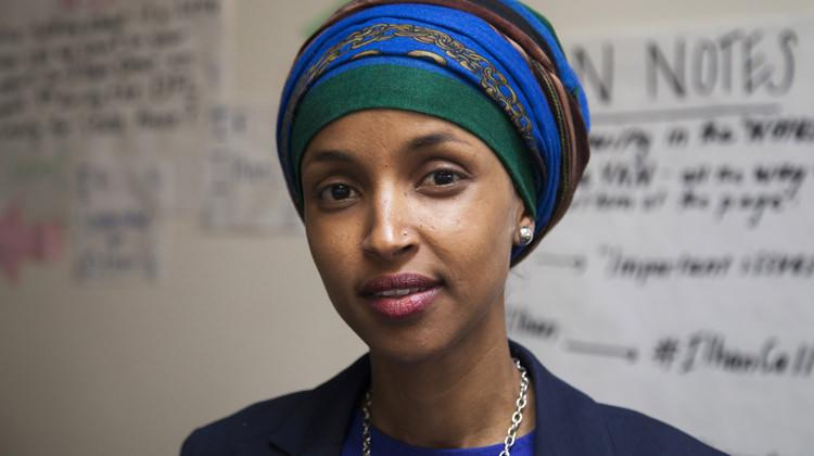 ABD'de bir ilk! Başörtülü vekil Ilhan Omar meclise girdi