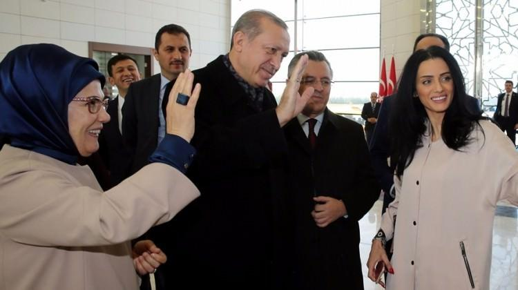 Erdoğan'dan ünlü oyuncuya manevi hediye!