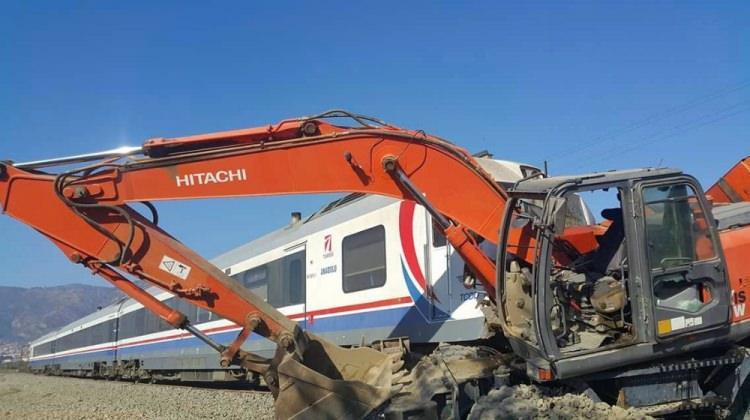 İzmir'de tren kazası: Yaralılar var!