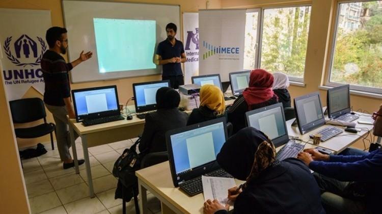 Suriye'li mültecilere 25 milyar dolar harcadık