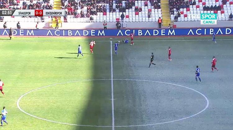 Sivas'ta ilginç görüntü! Aynı zeminde yaz ve kış