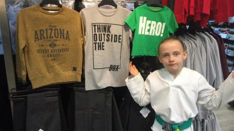 Küçük kız kıyafetlere isyan etti!