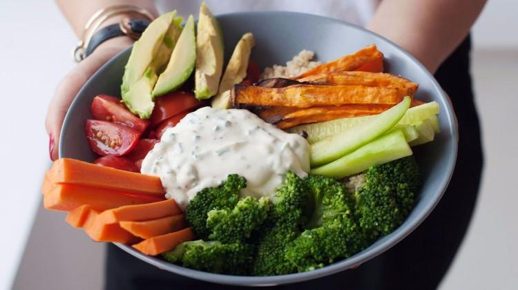 Renkli Kinoa salatası tarifi