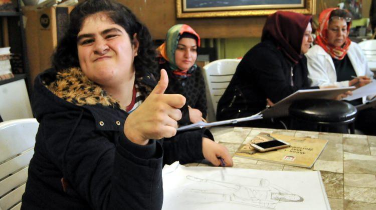 Otizmli Kübra'nın resim aşkı