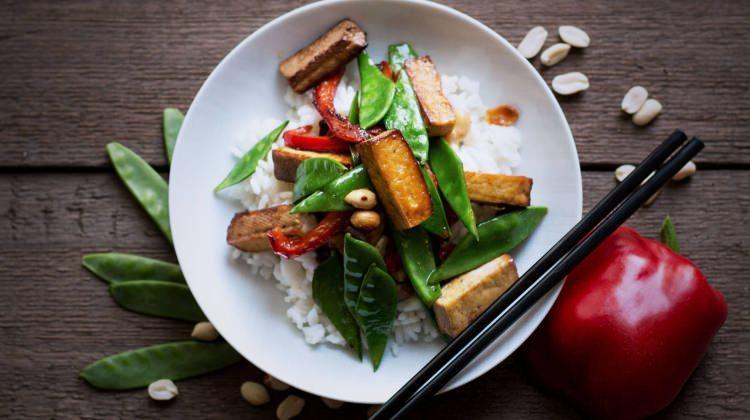 Kızarmış sebzeli pilav tarifi