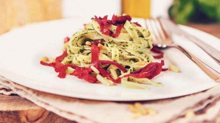Pesto soslu Tagliatelle tarifi
