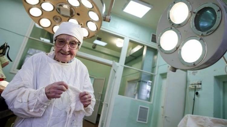 Bu cerrah tam 89 yaşında