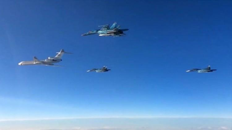Rus savaş uçakları Rakka'yı vurdu