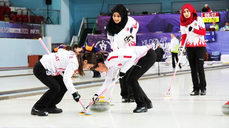 Türkiye, curling kızlarda finale çıktı!