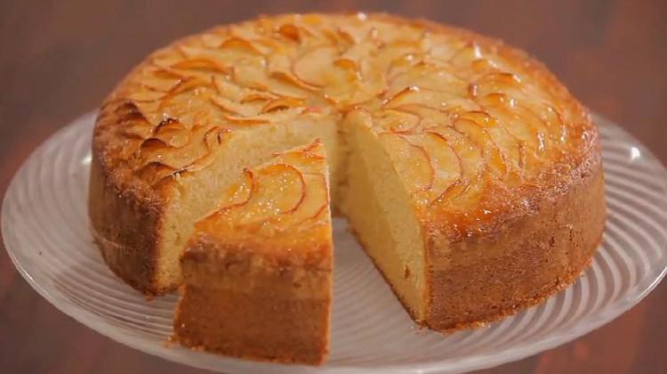 Çok iyi kabarmış 'Elmalı Kek' nasıl yapılır? Tarifi