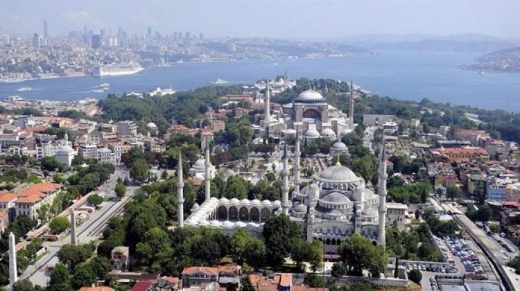 İstanbul'da riskli binalar yıkılıyor