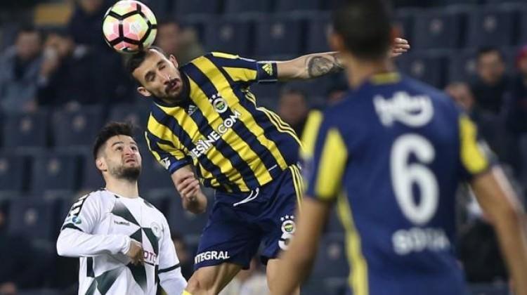 Fenerbahçeli iki oyuncu arasında gergin anlar!
