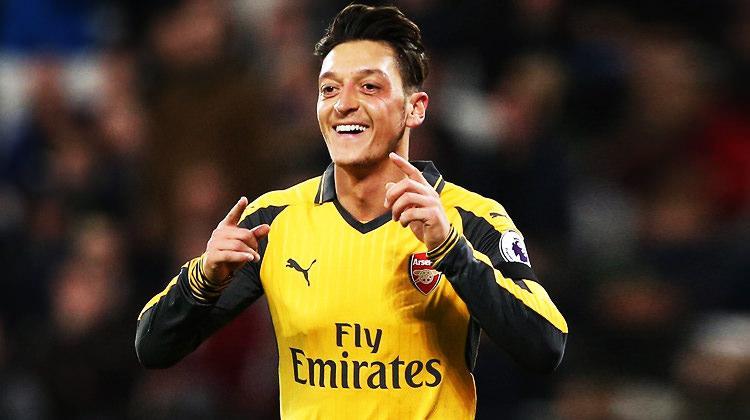 Mesut Özil 3,5 yıllık imzayı attı!