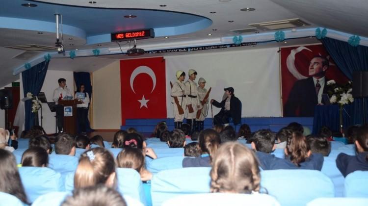 Özel Gökyüzü İlkokulu- Ortaokulu öğrencileri 'Çanakkale Geçilmez' dedi.