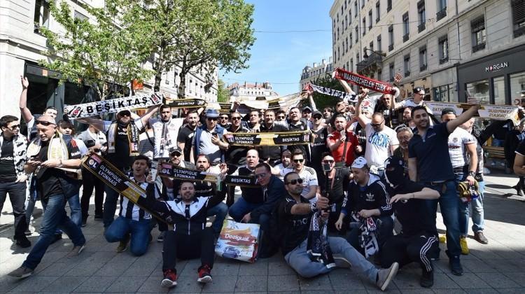 Lyon sokaklarını Beşiktaş Çarşı'ya çevirdiler!