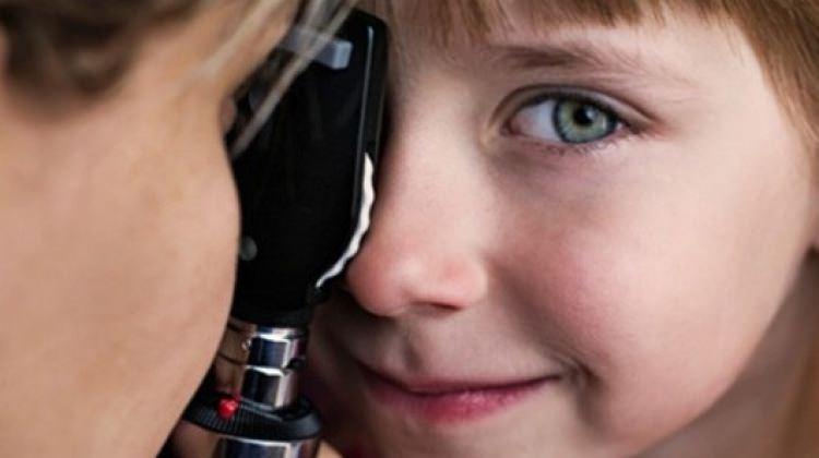 Bahar alerjisi çocuklarda en çok gözü etkiliyor