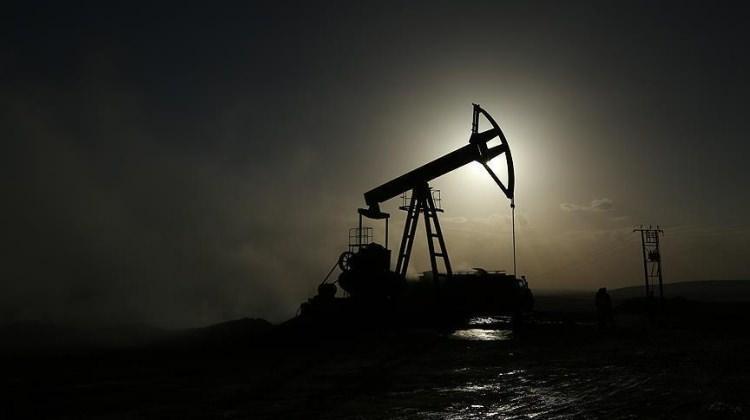 Brent petrol 55 dolardan işlem görüyor