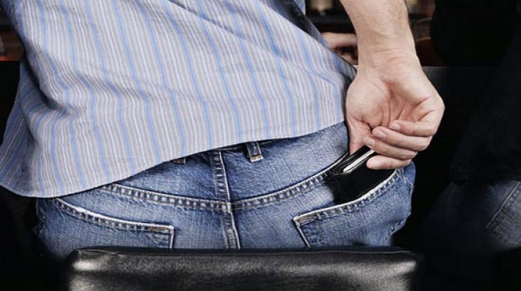 Bel ağrılarınızın nedeni: Kabarık cüzdan olabilir!
