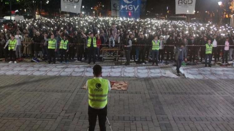 Ayasofya Meydanı'nda 'Fetih Namazı'