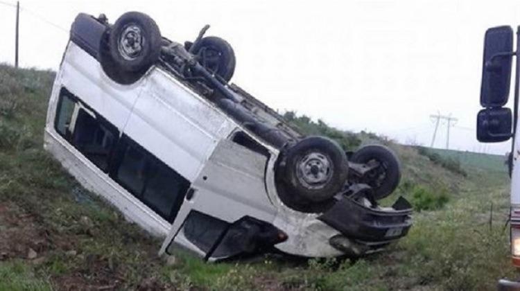 Kur'an kursu öğrencilerini taşıyan araç devrildi